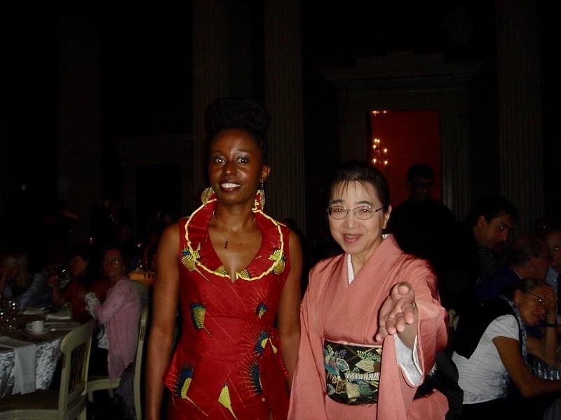 2012年・ロンドン(イギリス)にて。真っ赤なドレスが艶やかです